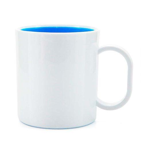 caneca-de-plastico-branco-fundo-azul-claro